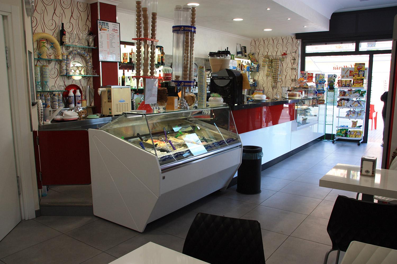 Il bar gastronomia di gennaro ha un nuovo arredamento for Arredamento roma est